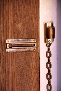 door-locker-with-chain-1383270-m