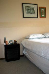 bedroom-1230377-200x300
